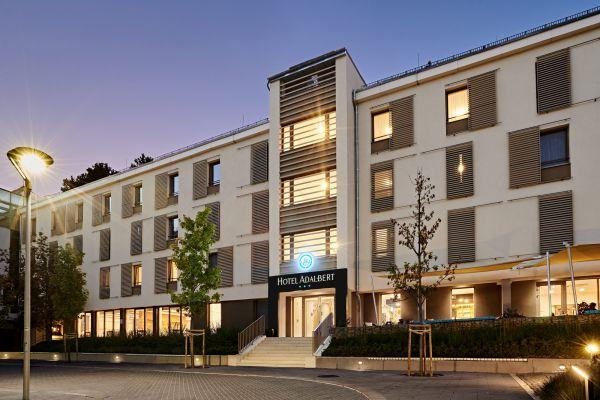hoteladalbert-03nightF506D535-6FA2-FBEC-515C-F788DF0B9419.jpg