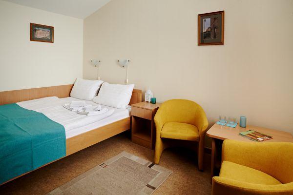 hotel1-0084397C69320-523D-662E-EBB5-FD0F07E1FBEF.jpg
