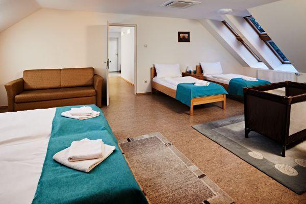 hotel1-01232E15A4511-F883-00E4-651B-0517009C6AF8.jpg